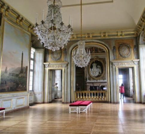Entertainment and dining area picture of chateau of maisons laffitte maiso - La plancha maison laffitte ...