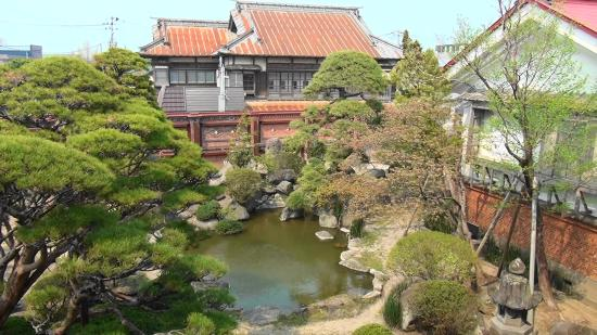 Shayokan - Osamu Dazai Memorial Hall: 「斜陽館」の庭園