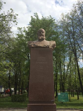 Памятник-бюст Н.Е.Жуковскому
