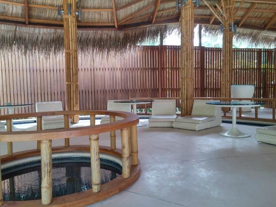 Κουραματί: Palm restaurant side area