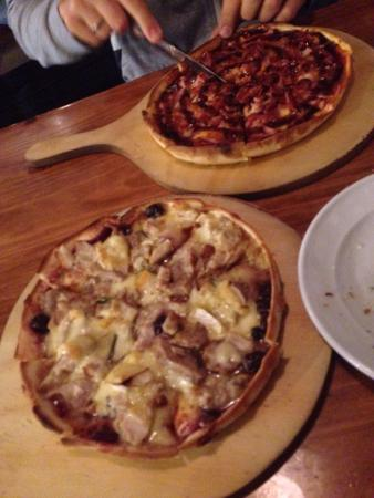 La Toscana : Good pizzas with lots of toppings.