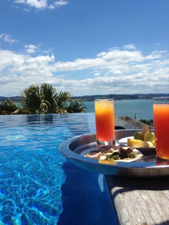 Russell, Nieuw-Zeeland: Pool  mit Blick auf die Bucht