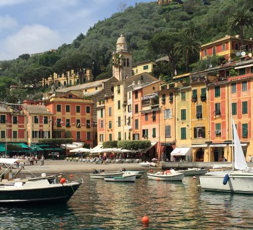 Parco Naturale Regionale di Portofino: Beautiful harbour with cafes in the background
