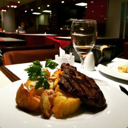 Ibis Buenos Aires: Ojo de Bife com Batatas Crocantes! Delicioso