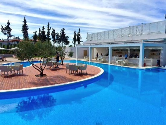 Foto de ikos olivia gerakini beach pool with bar and for Olivia s garden pool