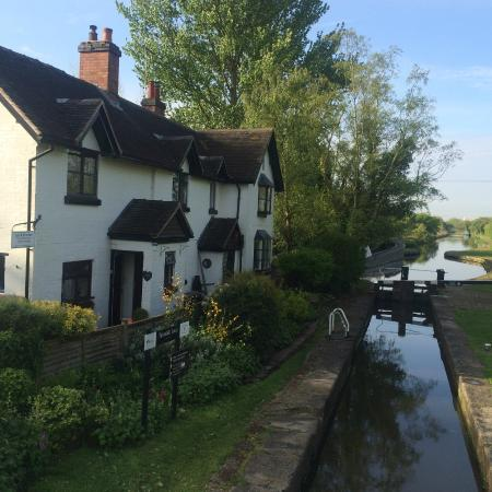 Lock House Bed & Breakfast: Idyllic set Cottage in the Midlands