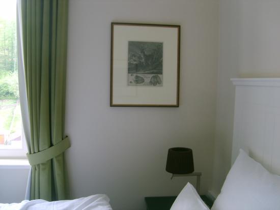 Hotel FreiWerk: geschmackvolle Bilder im Zimmer