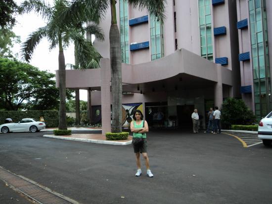 Falls Galli Hotel: Entrada do Hotel, faixada