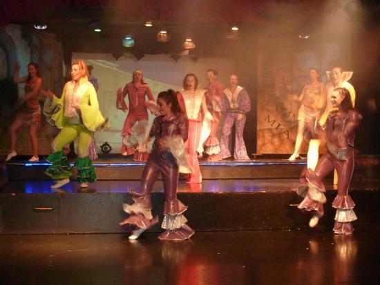 Louis Phaethon Beach : Evening entertainment