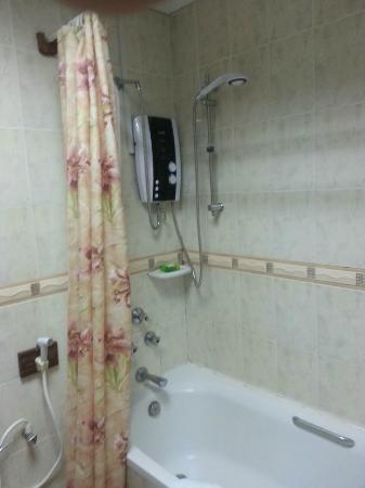 Galu Inn: Bathroom