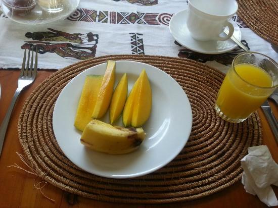 Galu Inn: Breakfast