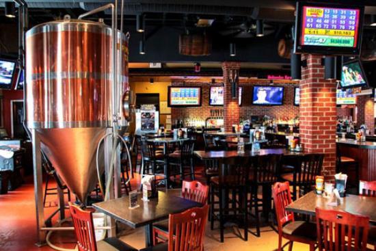 Great Baraboo Brewing Co.: Great Baraboo bar area