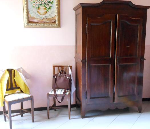 Delle Camelie: interno stanza