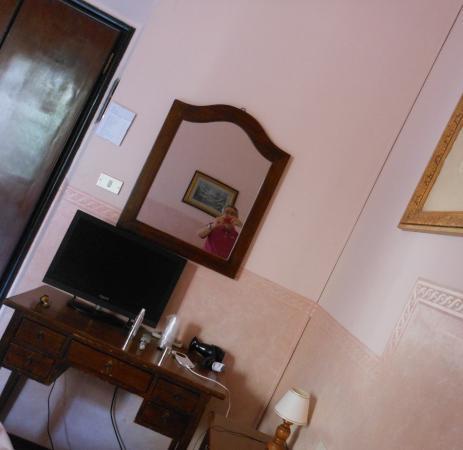 Delle Camelie: interno stanza 2