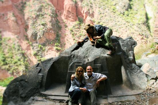 Encuentros Andinos: Amazing ancient ruins in the cave