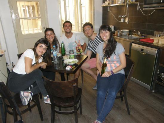Mojo Inn: new hostel kitchen