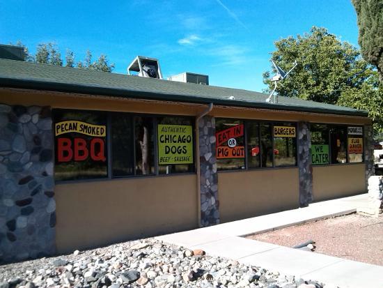 Hog Wild BBQ: exterior