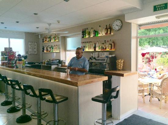 Hotel Gabarda & Gil: the best bar man ever