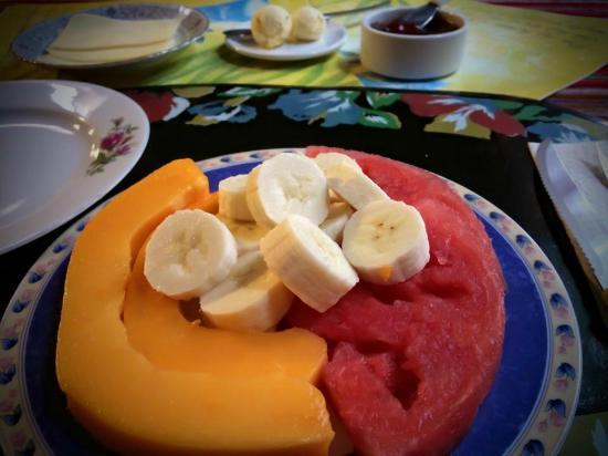 D'Osma Bed & Breakfast: Fresh fruit for breakfast