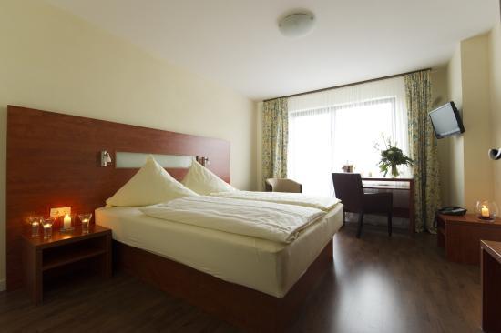 Parkhotel Emstaler Höhe: Komfortzimmer mit Wasserbett