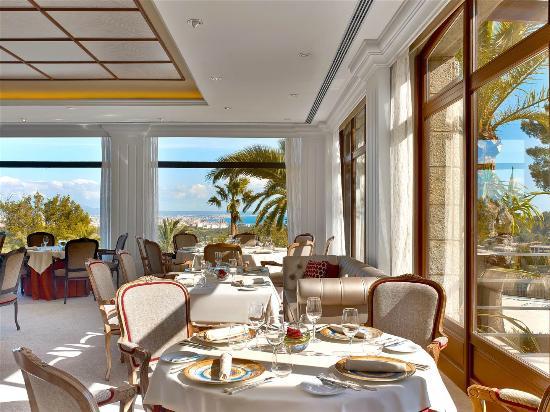 Restaurante es castell en palma de mallorca con cocina - Cocinas palma de mallorca ...