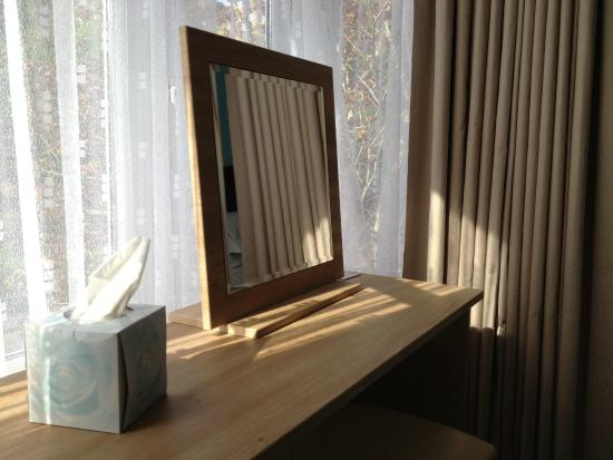 Marine Court Hotel: Vanity dressing table