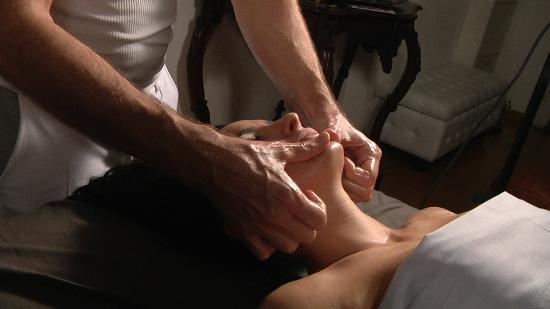 Massaggio Californiano: il trattamento lavora su tutta la superficie del corpo