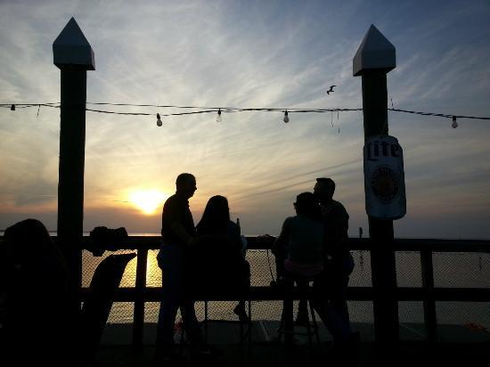 Palm Street Pier Restaurant and Bar: an evening at the palm street pier