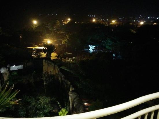 View Malam Hari Dari Balkon Lantai 5 Di Hotel Pohon Inn Batu Picture Of Pohon Inn Batu Tripadvisor