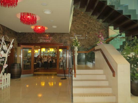 Clayton Hotel Galway: Multi-level lobby area