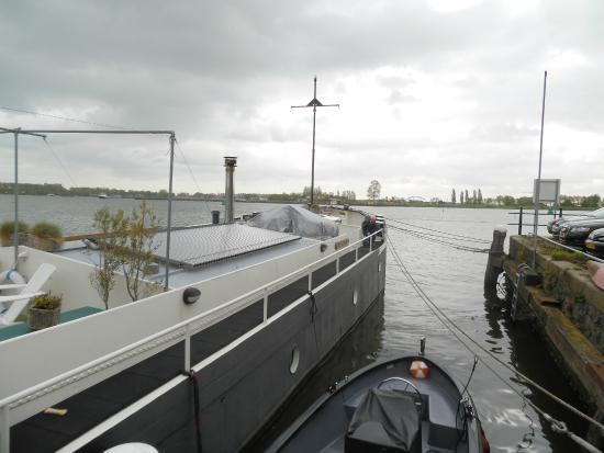 Boat & Breakfast de Dageraad: barca dall'esterno
