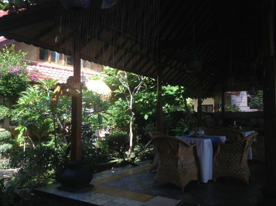 Blue Star Bungalows & Restaurant: Veranda and Restaurant