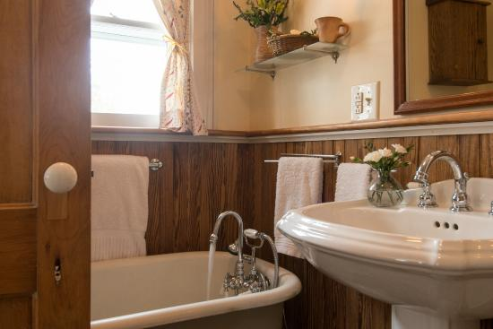 Thyme in the Country: Sumac Bathroom