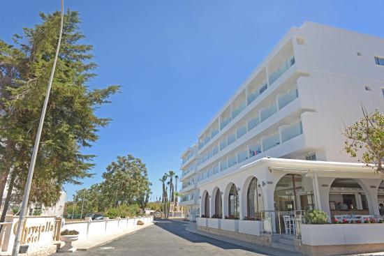 クリスタラ ホテル