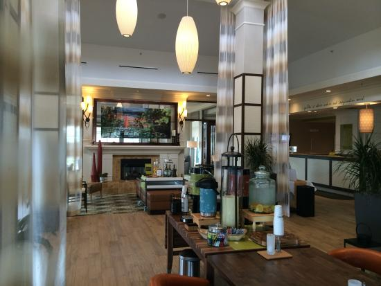 Hilton Garden Inn Riverhead: Renovated Lobby