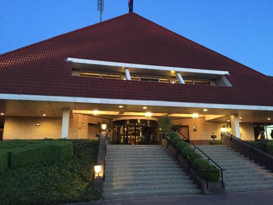 Van der Valk Hotel Hengelo: Buen hotel. Mucha calma, amplias habitaciones y baño, buen restaurante y muy cómodas camas