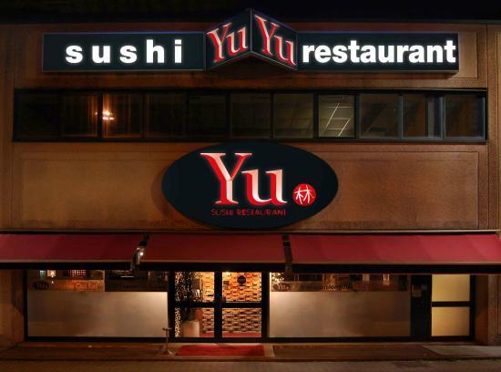 Yu Sushi Restaurant: Ingresso esterno
