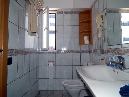 Jardin Del Sol Apartments Bathroom