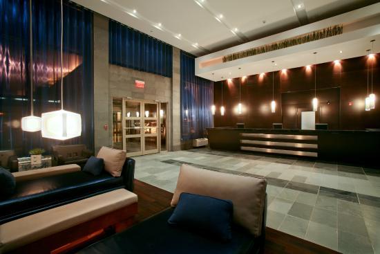 Sandman Hotel & Suites Calgary West: Lobby