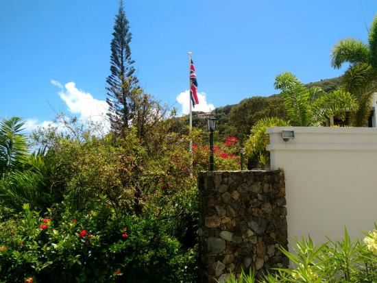 Old Government House Museum: Gardens with flag in front of house