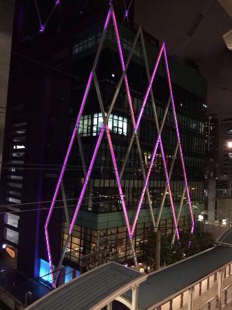 飯店就在BTS站旁邊