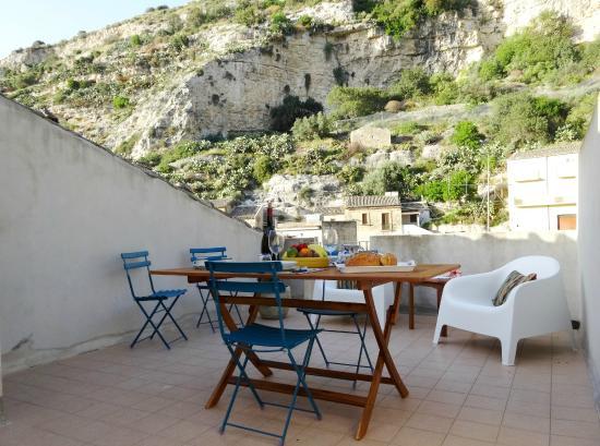 C'era Una Volta Scicli: Dining on the roof terrace