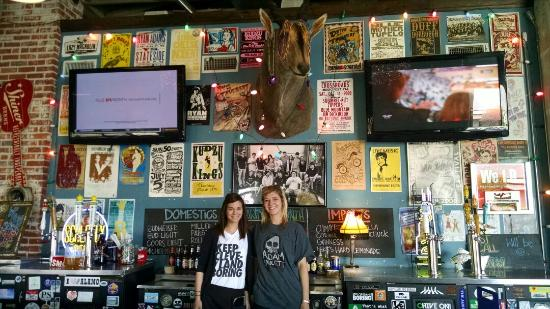 Hey Joe's Records and Cafe: Robyn and Aubrey were awesome!