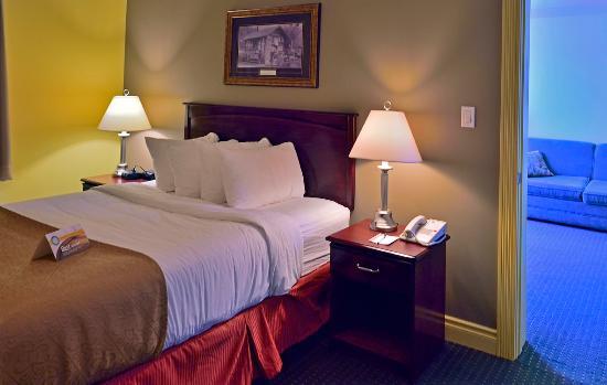Quality Inn & Suites: Suite room 1