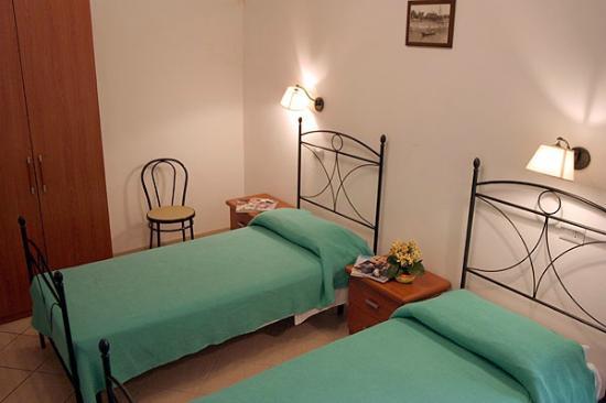 Camera da letto doppia - uso singola - Bild von Trattoria Locanda ...