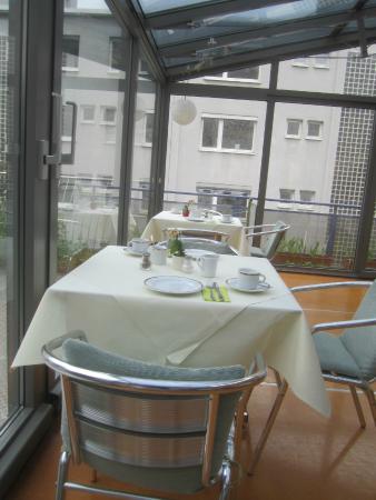 Abalon Hotel Ideal: salle du petit déjeuner