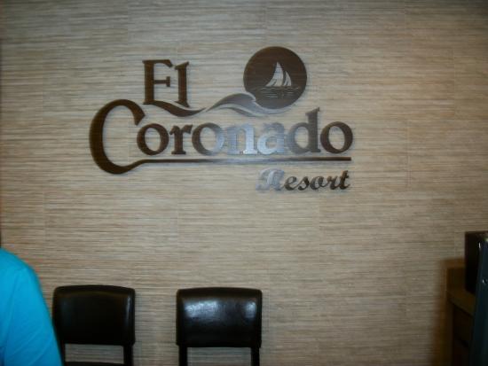 El Coronado Resort: front desk area