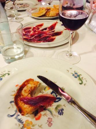Grossartige spanische Küche. Nettes und aufmerksames Personal. Haben ...