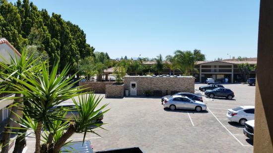 BEST WESTERN University Inn Santa Clara: View of Parking Lot/Pool & Laundry