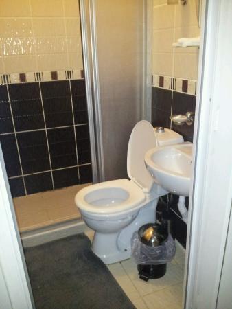 Istanblue Hotel : Bagno piccolo e sporco